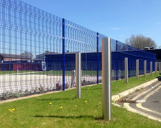 stainless steel post with fencing blue