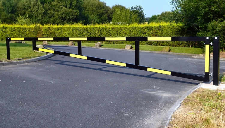 Heavy duty manual gates barricade uk